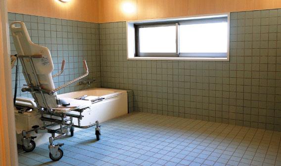 1階 機械浴槽