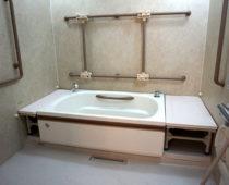 2階・3階 一般浴槽(浴槽左右移動可)